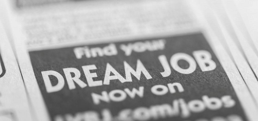 Zeitung mit Anzeige Dream Job